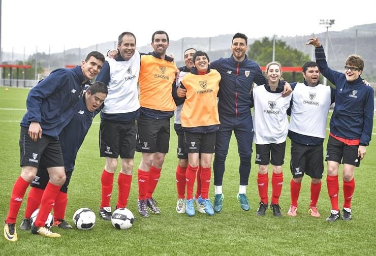 Aduriz y compañía entrenan con el equipo 'Genuine'