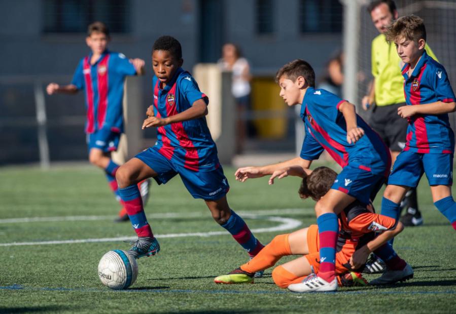 El 'Compliance Kids' del Levante UD: un programa pionero que ayuda al desarrollo de los jugadores de la escuela
