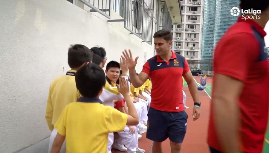 Una clase con la selección española de rugby en Hong Kong
