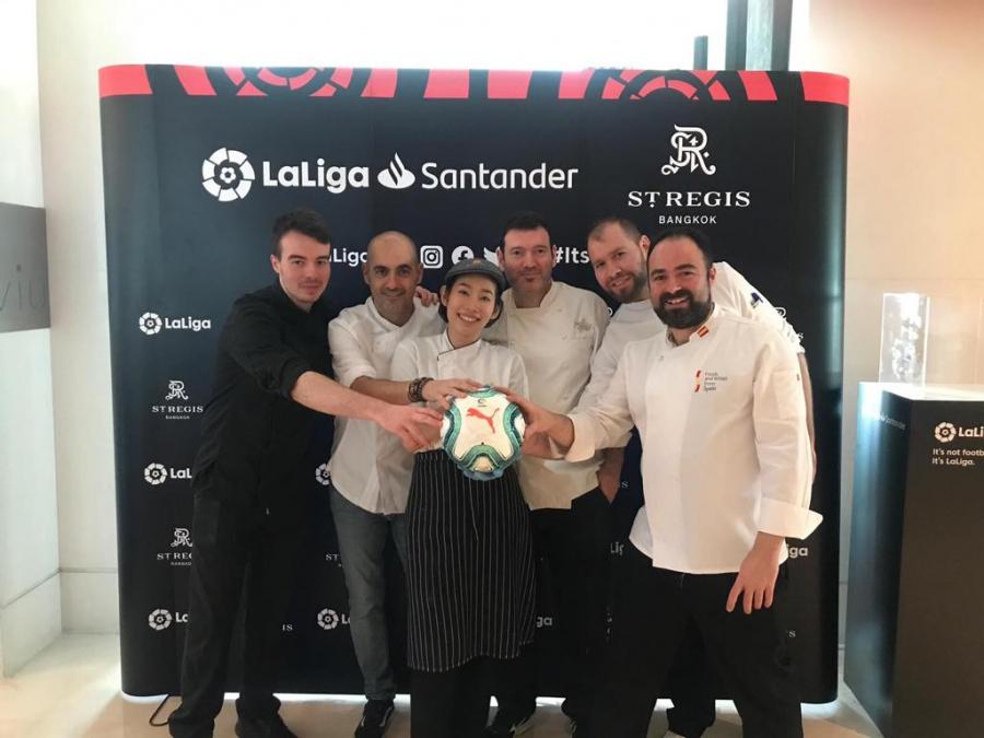 Aficionados y medios de comunicación de Tailandia y Vietnam aprenden sobre la cultura española a través del fútbol y la gastronomía