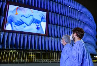 Los estadios de LaLiga toman protagonismo y se lucen para homenajear a los sanitarios en la crisis del COVID-19