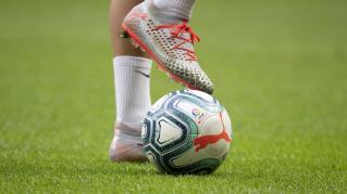 La vigencia de los contratos de los futbolistas que participan en competiciones profesionales en España ante la COVID-19