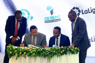 Más allá del patrocinio: LaLiga y el Sevilla FC acuerdan ofrecer servicios de consultoría en Tanzania a través de la asociación con GSM Group