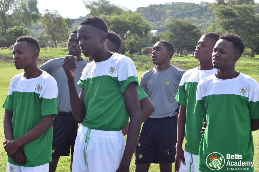 Real Betis arrives in new international markets with the opening of football schools in Iraq and Zimbabwe